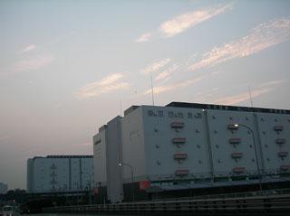 倉庫とか工場とかの写真って萌えるよなあ