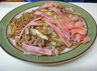 これは野菜・肉・ハムの大で600円くらい。かなりでかい