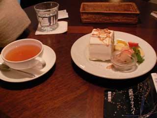 ダージリンとロールケーキ。美味しいし雰囲気いいしリーズナブル