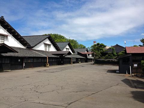 山居倉庫。明治のエコなテクノロジーによる涼しくてかっこい倉庫。そんで、綺麗