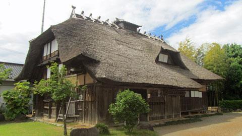 こういう藁葺きの民家はわりとどこにでも展示されているけれど、ここのは家の奥や、2階まで行ける大盤振る舞い。古民家好きにオヌヌメ