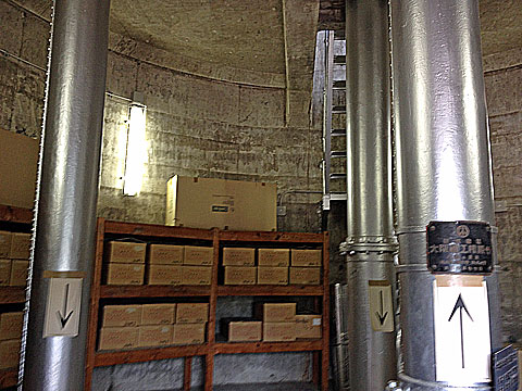 本邦初公開…ではないと思うけど。水道タンクの内部。ここは1階。