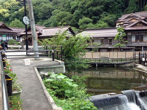 東山温泉の、この写真に写ってる向瀧さんて旅館がすごくいいかんじだった。泊まってみたい。